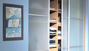 Kaip nestandartinių baldų gamyba gali padėti padidinti Jūsų namų erdvę?
